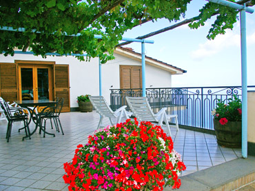 bed-and-breakfast-amalfi-coast-terrace